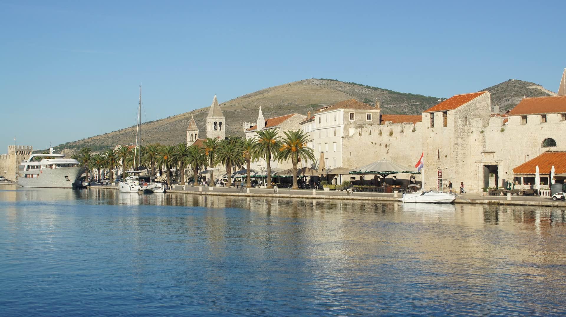 Blick auf die historische Altstadt in Trogir