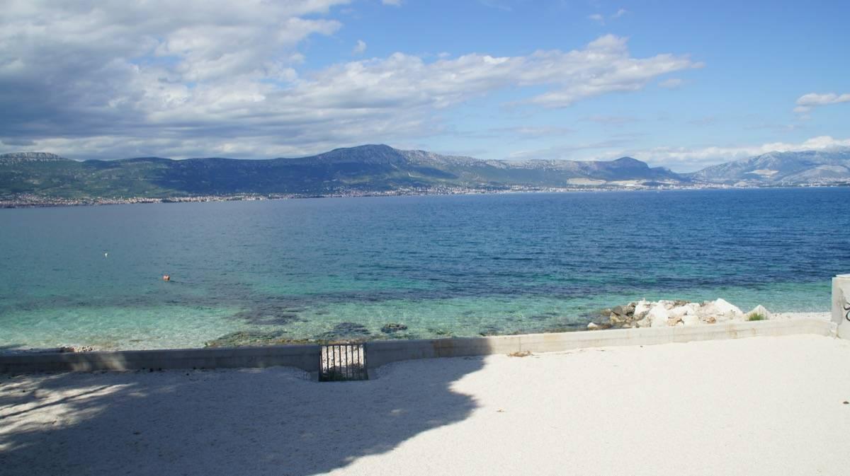 Hauseigener Strand des Haus Mirafour