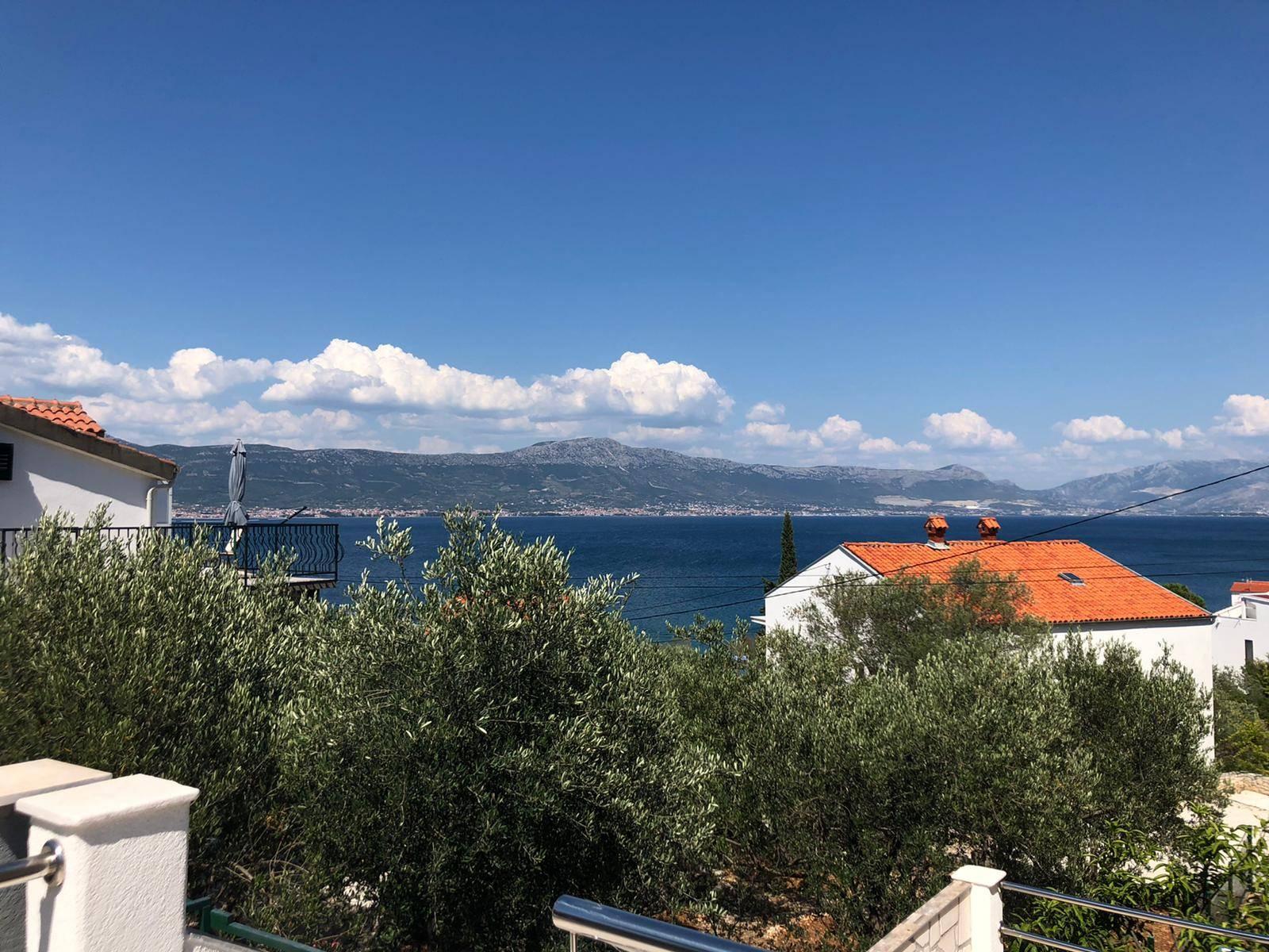 Ausblick aufs Meer vom Apartmenthaus Mirafour